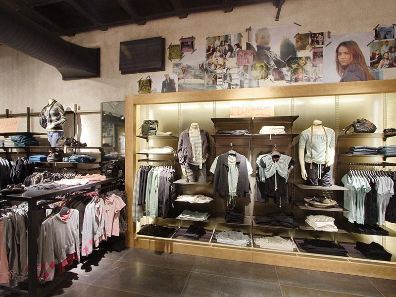 Tienda de Springfield tras el lanzamiento de su primera colección de mujer en el año 2006